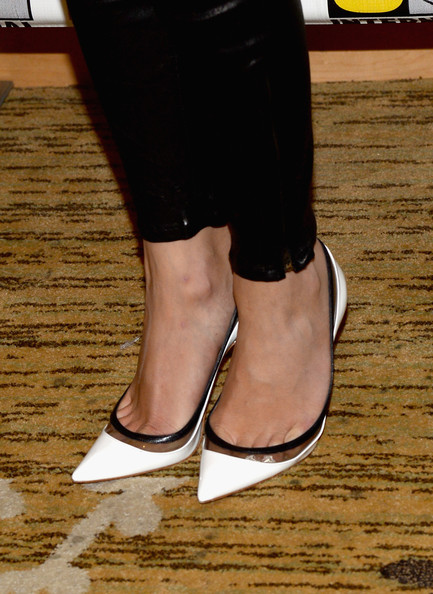 Emily VanCamp Pumps