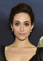 Emmy Rossum accessorized with a classic pair of diamond drop earrings.