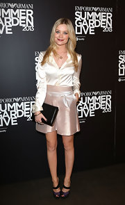 Laura paired a sleek, cream blouse with a metallic pink skirt for a super elegant ensemble.