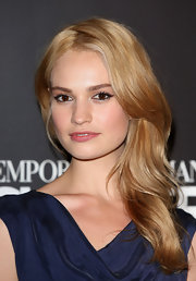 Lily James brushed her hair to the side for a glamorous side sweep.