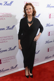 Susan Sarandon opted for a mature and sophisticated long-sleeved black dress with asymmetrical hemline for her red carpet look.