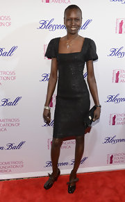 Alek Wek sealed off her look with a pair of bow-embellished black patent leather pumps.