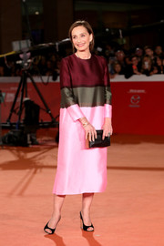 Kristin Scott Thomas completed her outfit with black peep-toe slingbacks.