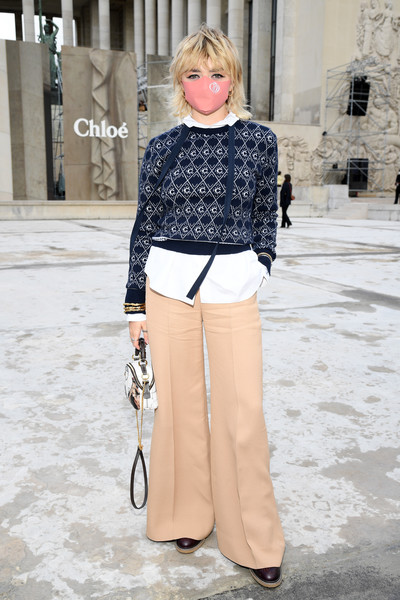 Maisie Williams layered a Chloe logo sweater over a white shirt for the brand's Spring 2021 show.
