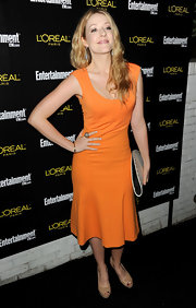 Jennifer Finnigan complemented her tangerine dress with nude platform peep toes.