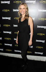 KaDee Strickland stuck to a monochromatic look in pointy black leather pumps.
