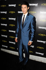 Harry was debonair at the pre-SAG Award party in a retro iridescent blue suit.