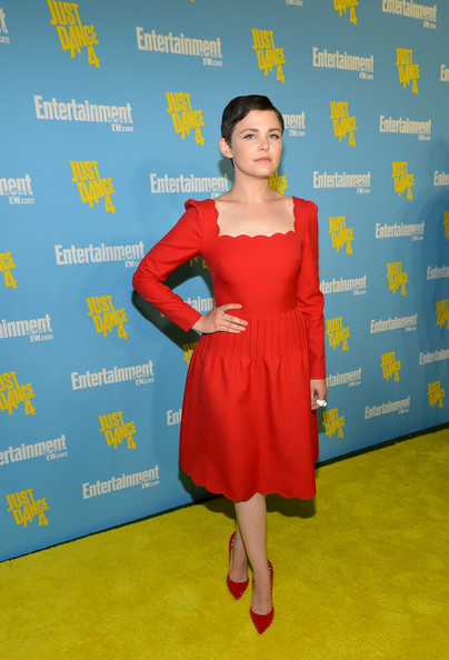Ginnifer's pointy-toe pumps coordinate beautifully with her elegant scalloped dress.
