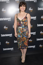 Kelly Clarkson was a doll at the ABC party in this colorful print frock.