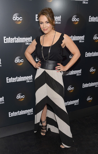 Alyssa Milano swept on glossy hot pink lacquer to complete her look for the ABC Upfront VIP party.