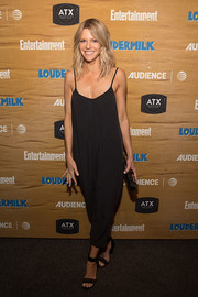 Kaitlin Olson was summer-cool in a baggy black jumpsuit at the Entertainment Weekly celebration of 'Loudermilk.'