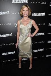 Julie Bowen looked downright elegant in a beaded champagne cocktail dress by Natori at the Entertainment Weekly celebration honoring the SAG nominees.