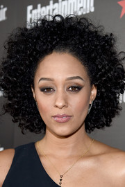 Tia Mowry wore her hair in high-volume curls at the Entertainment Weekly SAG nominees celebration.