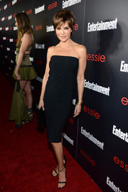 Lisa Rinna kept it simple yet sexy in a black strapless dress during the Entertainment Weekly SAG nominees celebration.