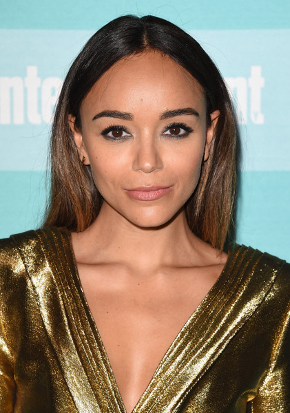 Ashley Madekwe stuck to her signature center part when she attended the Entertainment Weekly Comic-Con party.