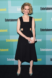 Sarah Paulson brightened up her outfit with silver accessories, including a pearlized clutch by Edie Parker.