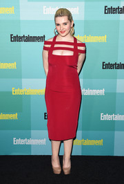 Abigail Breslin went for bondage glamour at the Entertainment Weekly Comic-Con party in a tight-fitting red dress with a strappy cutout neckline.