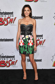 Phoebe Tonkin looked adorable in a strapless floral leather dress by Gucci at the Entertainment Weekly Comic-Con party.