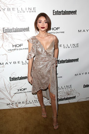 Sarah Hyland complemented her dress with gold Jimmy Choo sandals.