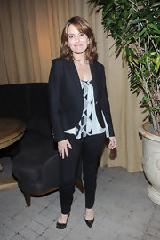Tina Fey stayed sleek, pairing her tailored blazer and skinny black pant with polished pointy-toe pumps.
