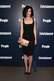 Rumer Willis added a bright spot with a two-tone envelope clutch.