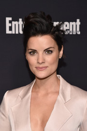 Jaimie Alexander got playful with her look for the Entertainment Weekly and People Upfronts, wearing this messy 'do with a pompadour top.