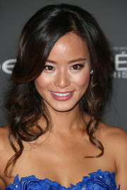 Jamie Chung wore her hair in a retro-glam wavy style at the Entertainment Weekly pre-Emmy party.