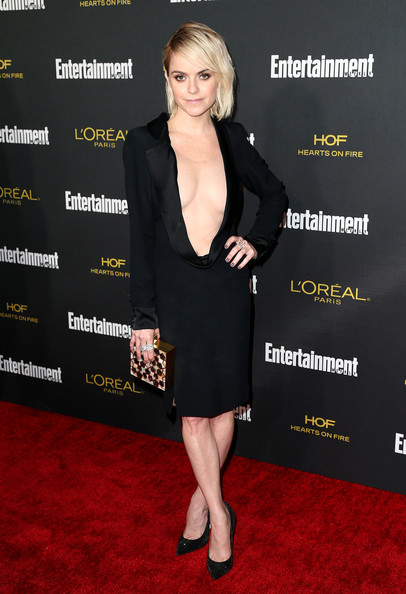 Taryn Manning complemented her too-hot dress with an elegant Atelier Strut box clutch.