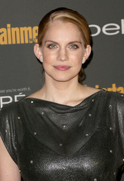 Anna Chlumsky pulled her hair back in a side-parted ponytail for a simple yet elegant look during the Entertainment Weekly pre-Emmy party.