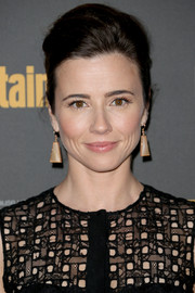 Linda Cardellini wore her locks in an elegant pompadour when she attended the Entertainment Weekly pre-Emmy party.
