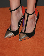 Melissa Rauch hit the red carpet wearing modern T-strap cap-toe pumps during the Entertainment Weekly pre-Emmy party.