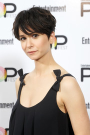 Katherine Waterston looked cool wearing this messy short 'do during Entertainment Weekly's PopFest.