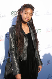 Willow Smith attended the 2017 EMA Awards wearing her hair in long dreadlocks.
