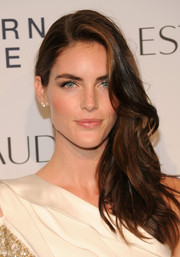 Hilary Rhoda swept her long wavy hair to one side for a dramatically elegant look during the Estee Lauder fragrance party.