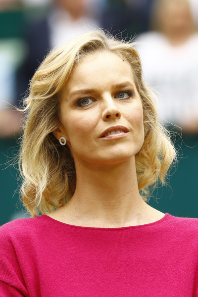Eva Herzigova Curled Out Bob [singles,hair,face,blond,hairstyle,eyebrow,beauty,chin,lip,fashion,long hair,men,eva herzigova,alexander zverev,roger federer,suiss,germany,gerry weber stadium,halle,gerry weber open]