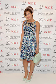 Eva Mendes looked lovely in this floral dress with matching bag and pumps.  A perfect summer look!
