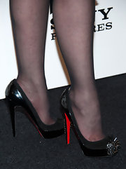 Tabatha Coffey chose a pair of super-edgy pumps with spiked toe-detailing for her rebel-may-care red carpet look.