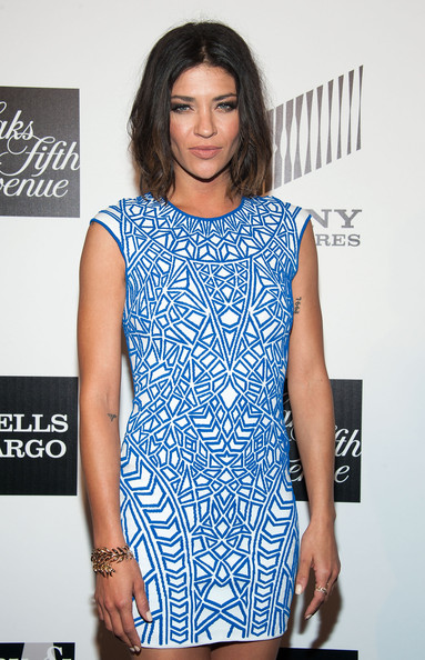 More Pics of Jessica Szohr Short Wavy Cut (4 of 8) - Short Hairstyles Lookbook - StyleBistro