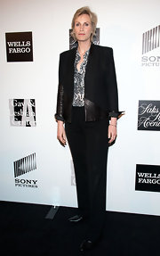 Jane Lynch chose a black fitted jacket with leather detailing for her sleek and sophisticated red carpet look.