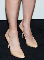 A nude pair of pumps kept Mimi Rogers' red carpet look classic and minimal.