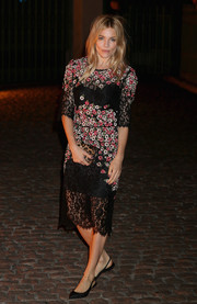 Sienna Miller looked ultra sweet in a floral-appliqued lace cocktail dress at the Global Fund event.