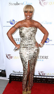 Mary J. Blige showed off her curves in a fitted metallic dress with a unique center slit.
