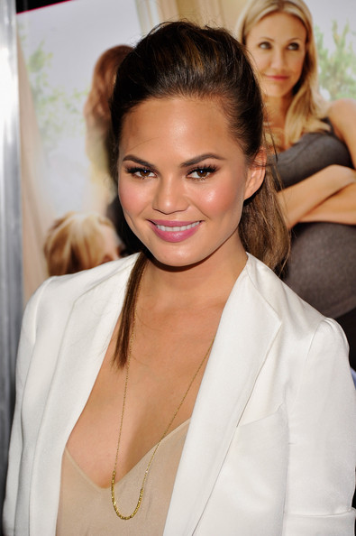 More Pics of Chrissy Teigen Pink Lipstick (1 of 5) - Chrissy Teigen Lookbook - StyleBistro