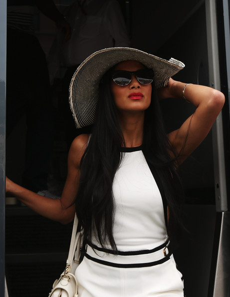 More Pics of Nicole Scherzinger Sun Hat (1 of 20) - Nicole Scherzinger Lookbook - StyleBistro