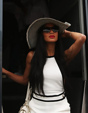 Nicole looked oh-so-chic for her boating adventure in this floppy sun hat.