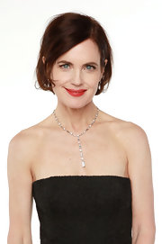 Elizabeth McGovern's exquisite Y-drop necklace and strapless black dress were a stylish pairing.