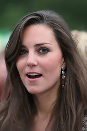 Kate Middleton dons dangling silver earrings made up of small attached circles.