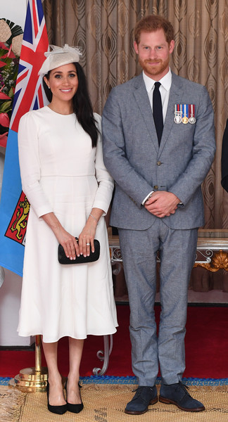 Meghan Markle paired her dress with a woven black clutch by Kayu.