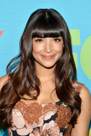 Hannah Simone stuck to her trademark blunt bangs and long waves when she attended the Fox Programming Presentation.