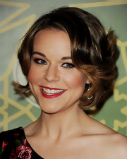 Tina Majorino attended the FOX All Star Party wearing her short layered cut in loose curls and waves.